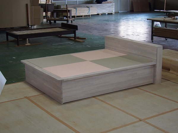 白い畳ベッド